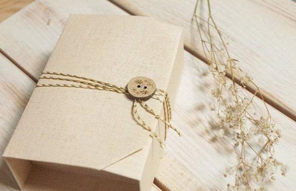 in hộp giấy đựng quà